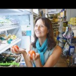 How To Shop For Raw Foods When Traveling Abroad