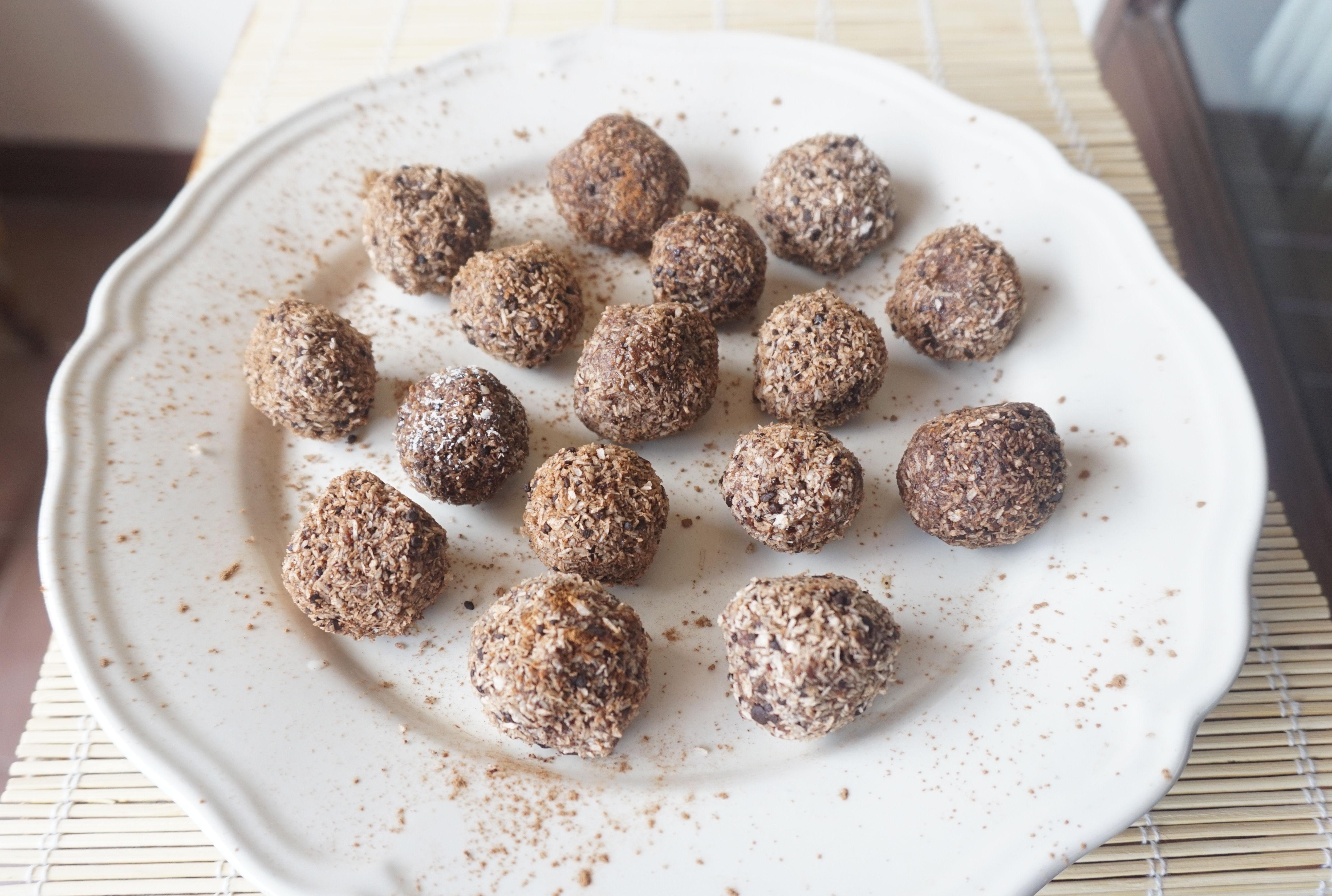 Chocolate truffles - www.rawsomehealthy.com